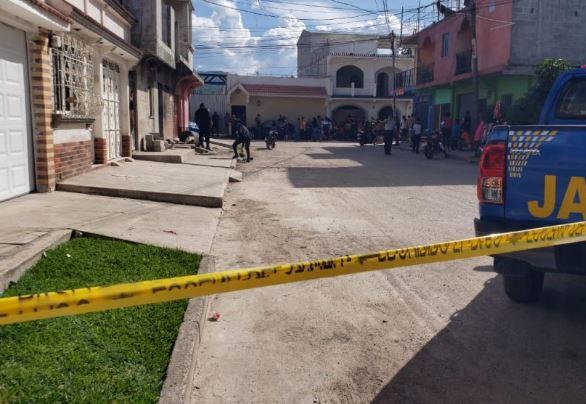 Policía acordona el área del ataque, en la cabecera de Jalapa. (Foto Prensa Libre: Cortesía)