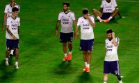 Argentina's players (L to R) Guido Pizarro, Rodrigo de Paul, Milton Casco, German Pezzella, Roberto Pereyra and Lionel Messi, practice during a training session at Manoel Barradas Stadium in Salvador, state of Bahia, Brazil, on June 12, 2019, ahead of the Copa America football tournament. (Photo by GUSTAVO ORTIZ / AFP)