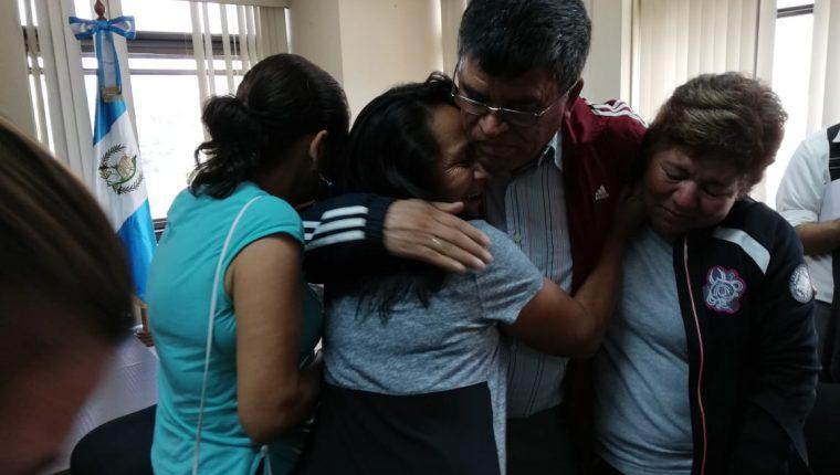 El exalcalde de Chinautla, Arnoldo Medrano, fue felicitado después del fallo. (Foto Prensa Libre: Kenneth Monzón)