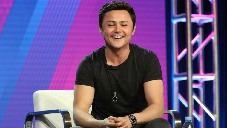 """El actor guatemalteco Arturo Castro promociona """"Alternatino"""", un show en inglés del canal estadounidense Comedy Central. (Foto Prensa Libre: instagram.com/arturocastrop)"""