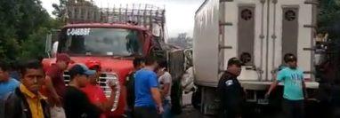 Vehículos involucrados en accidente, en carretera a El Salvador. (Captura de video: Provial)