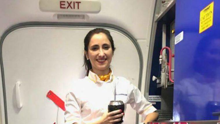 Melania, de 28 años, es una azafata de Ryanair (Foto Prensa Libre: Facebook)