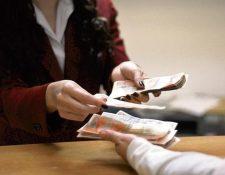 La Dirección de Crédito Público, confirmó que se empezó con la transición de empezar a dejar el título físico en la emisión de la deuda bonificable a un sistema electrónico. (Foto Prensa Libre: Hemeroteca)