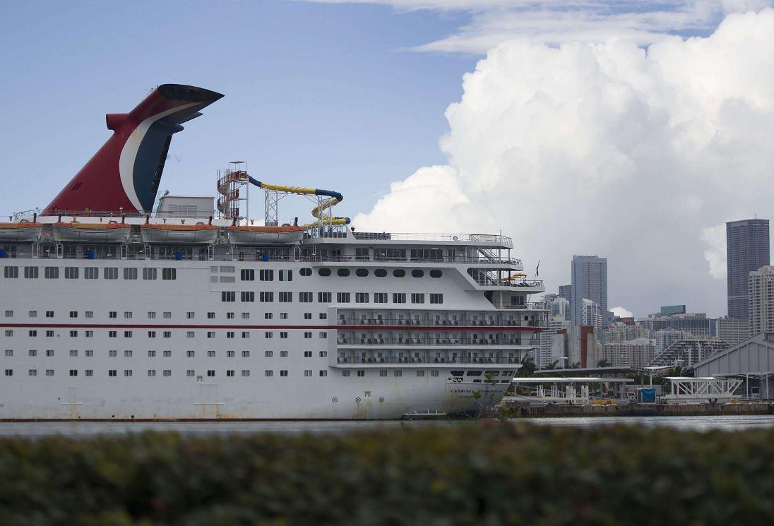 El millonario castigo que pagará la compañía de cruceros Carnival por la suciedad que dejaba en el mar