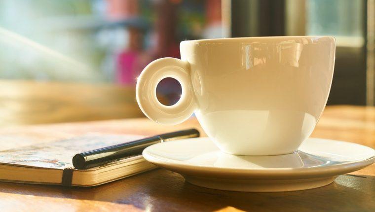 En la ciudad de Guatemala hay lugares para disfrutar de un buen libro acompañado de un buen café. (Foto Prensa Libre: Servicios).