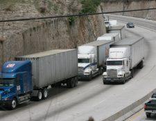 La ruta al Atlántico en la salida de la Ciudad de Guatemala es uno de los lugares donde más multas se emiten, según Emetra. (Foto Prensa Libre: Hemeroteca PL)