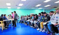 Guatemaltecos en Estados Unidos realizan trámites en consulados móviles.