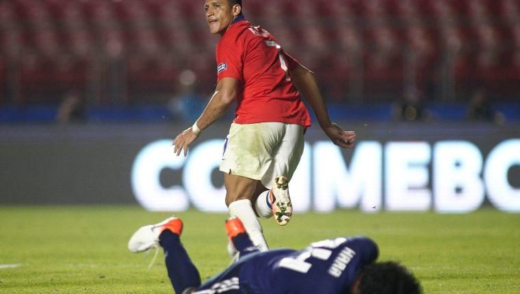 Alexis Sánchez se encargó de marcarle el tercer tanto a Japón, en el duelo que disputaron en el estadio MorumbÍ Foto Prensa Libre: AFP)