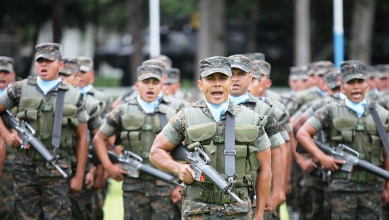 El 30 de junio próximo el Ejército de Guatemala desfilará en la capital después de 12 años. (Foto Prensa Libre: Hemeroteca PL)