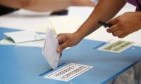 Afluencia de votantes a primeras horas de la ma–ana en el Centro de votaci—n en el sal—n municipal de San Miguel Petapa.  Fotograf'a: Paulo Raquec   06/09/2015