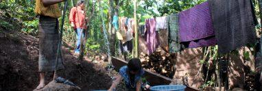 Los casos de dengue se han incrementado en municipios de Jacaltenango, Huehuetenango. Los recipientes donde se acumula agua para el consumo se convierten en criaderos del mosquito que transmite la enfermedad.  (Foto Prensa Libre: Mike Castillo)