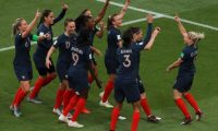 Paris (France), 07/06/2019.- Eugenie Le Sommer (R) of France celebrates scoring during the FIFA Women's World Cup 2019 Group A soccer match between France and South Korea in Paris, France, 07 June 2019. (Mundial de Fútbol, Francia, Corea del Sur) EFE/EPA/CHRISTOPHE PETIT TESSON