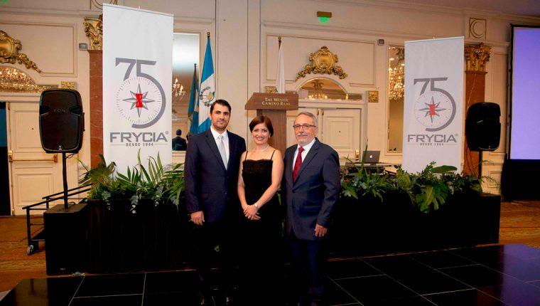 La empresa farmacéutica festejó sus 75 años de fundación, ahora al mando de la tercera generación. Foto Prensa Libre: Cortesía.