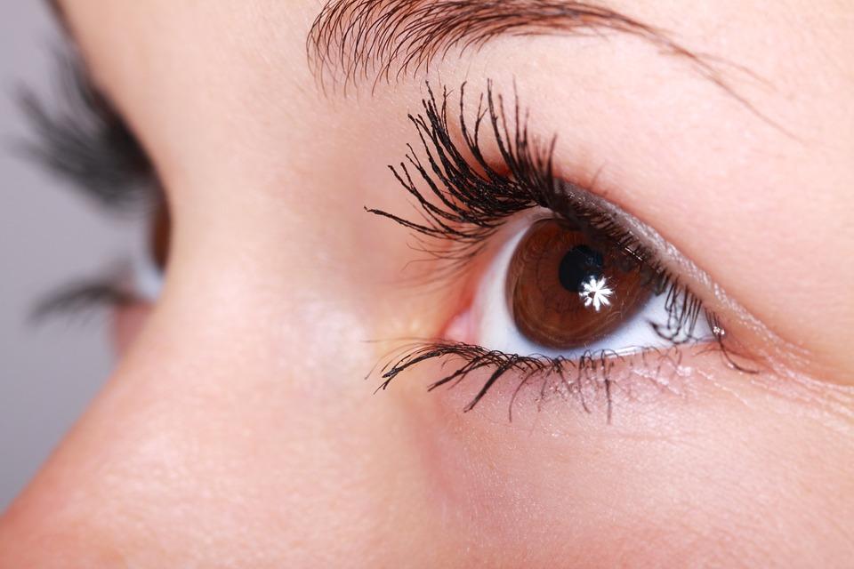 cual es la presion intraocular normal del ojo