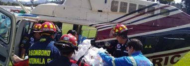 Las víctimas fueron trasladadas en helicóptero a un centro asistencial. (Foto Prensa Libre: @FrancisArguetaA)