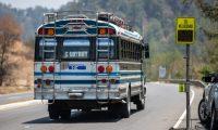 VELOCêMETRO CARRETERA INTERAMERICANA. Se realizaron toma de videos para un reportaje gr‡fico en Guatevisi—n y Prensa Libre, sobre la velocidad que distintos veh'culos toman en la Carretera Interamericana, donde hace unos d'as, 19 personas fallecieron cuando un cami—n los embisti— en el Municipio de Nahual‡.