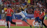 Chile's Gonzalo Jara (R) tries to knock an invader down during the Copa America football tournament group match against Uruguay at Maracana Stadium in Rio de Janeiro, Brazil, on June 24, 2019. (Photo by Carl DE SOUZA / AFP)