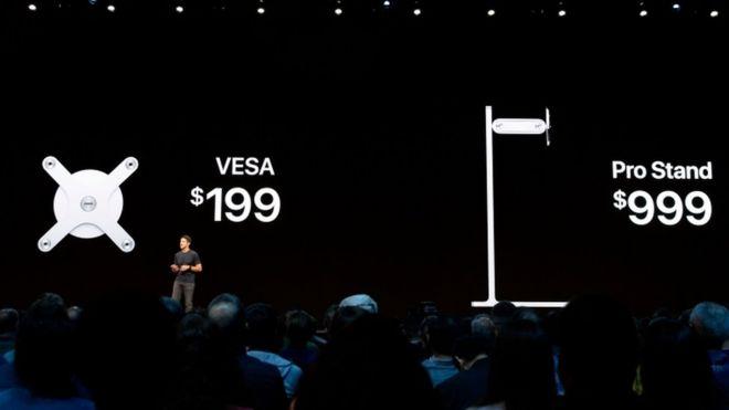 El soporte, que no va incluido en la pantalla, permite girarla de horizontal a vertical y moverla de arriba a abajo con sencillez. (GETTY IMAGES)