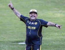 Diego Maradona llega a Brasil para apoyar a Argentina, aunque critica a la selección. (Foto Prensa Libre: AFP).