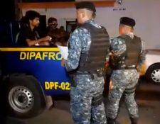 Migrantes de fueron ubicados en el km 31 de la ruta al Pacífico, cuando se dirigían hacia la frontera con México. (Foto Prensa Libre: PNC)