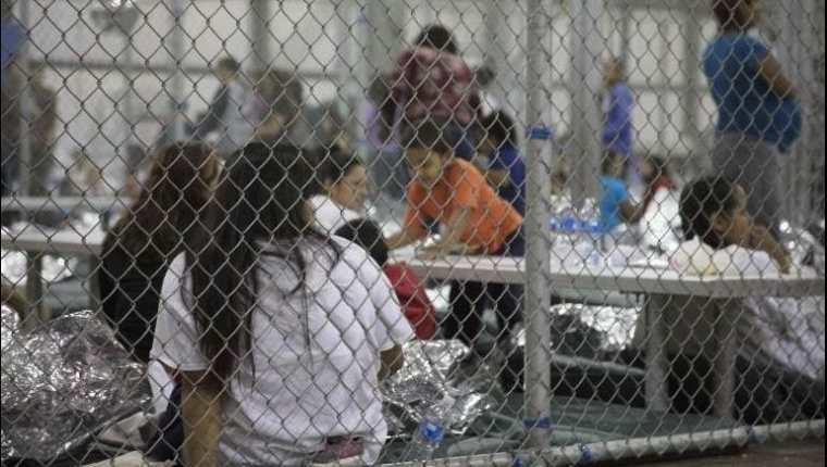 """Abogados denuncian que los niños migrantes son tratados """"peor que animales"""" en los albergues fronterizos. (Foto: AFP)"""