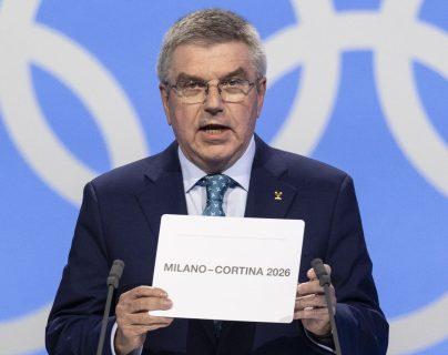 homas Bach, anuncia la candidatura de Milán-Cortina d'Ampezzo como sede de los Juegos de invierno del año 2026. (Foto Prensa Libre: EFE)