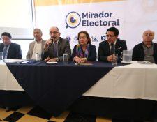 Los representantes de Mirador Electoral presentaron el 3er. Informe de Observación Electoral, en el que muestra los gastos de campaña de los partidos políticos.  (Foto Prensa Libre: Esbin García)
