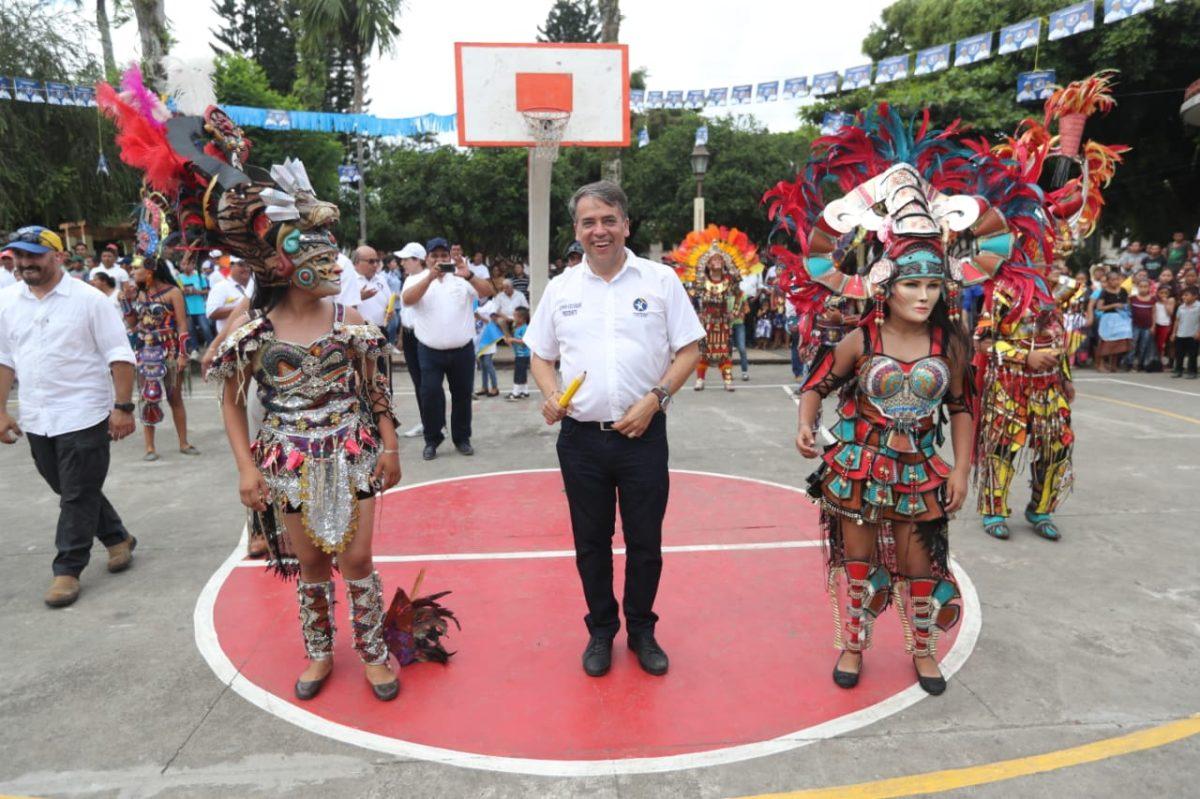Edwin Escobar ofrece a vecinos de Chicacao seguridad, salud y empleo