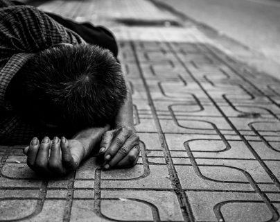 Abandonar a un niño a su suerte es un delito, que llevar al adulto a prisión.  (Foto Prensa Libre: Servicios)
