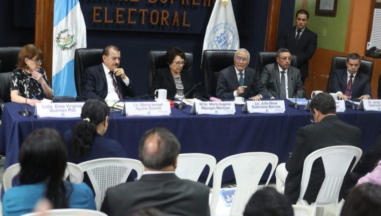 Los magistrados del TSE avanzan en la entrega de resultados oficiales. (Foto Prensa Libre: Esbin García)
