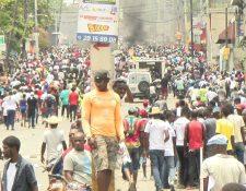 Miles de manifestantes tomaron este 9 de junio las principales avenidas de la capital de Haití, tal como ocurrió en febrero, noviembre y octubre pasados, en protestas contra la corrupción. (Foto Prensa Libre: Aldo Camino)