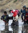 Autoridades advierten a familias que la corriente del Río Bravo es fuerte. (Foto: AFP)