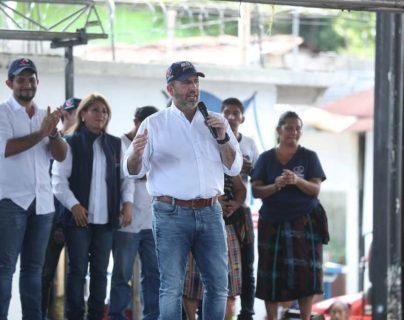 Roberto Arzú, presidenciable de Pan-Podemos durante un mitin en San Sebastián, Retalhuleu el pasado sábado. (Foto Prensa Libre: Esbin García).