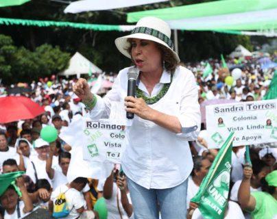 Sandra Torres, presidenciable de la Unidad Nacional de la Esperanza (UNE) durante un mitin en Santa Lucía Cotzumalguapa, Escuintla (Foto Prensa Libre: Esbin García)