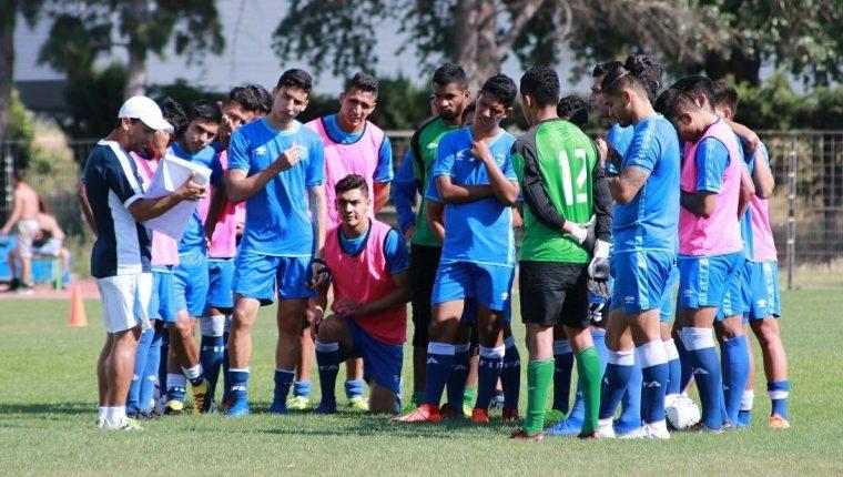 Los jugadores de la Selección Sub 23 se entrenaron este lunes en el Centre Aporte Eh Scolari Fournier. (Foto Fedefut).