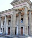 La segunda edición de Historia de los Altos se lanzó el 26 de junio en la libreria Sophos. y cuenta detalles de la ciudad de Quetzaltenango como la costrucción del Teatro Municipal  (Foto Prensa Libre:  Hemeroteca PL)