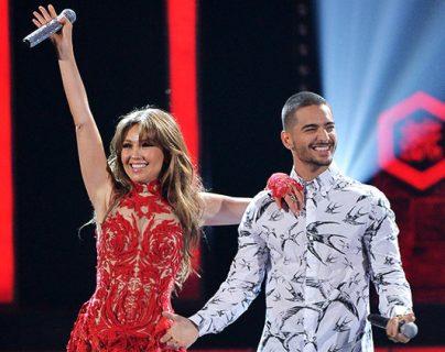 Thalía y Maluma en los premios Billboard del 2016. (Foto Prensa Libre: Billboard).