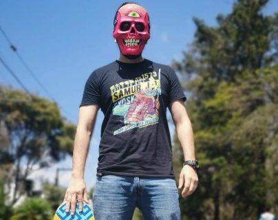 Tokebi es un artista guatemalteco dedicado al diseño, su trabajo está siendo reconocido por artistas en el mundo como la banda Mastodon. (Foto Prensa Libre: Cortesía)