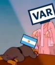 Los memes destacan el penalti en favor de Argentina que fue marcado con la ayuda del VAR. (Foto Prensa Libre: Redes)