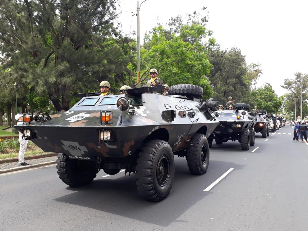 Coloridos recorridos: Así fue el desfile del Ejército y la marcha por la memoria