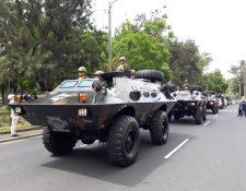 Vehículos blindados también participaron en el desfile del Día del Ejército en su recorrido por la Avenida Las Américas y posteriormente en la Avenida La Reforma (Foto Prensa Libre: Ejército de Guatemala)