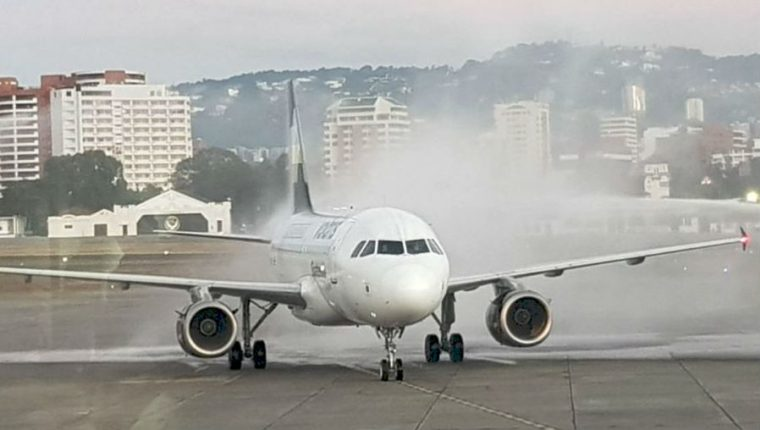 Aerolínea mexicana ofrece vuelos económicos para que migrantes retornen a su país de origen. (Foto Prensa Libre: Hemeroteca PL)