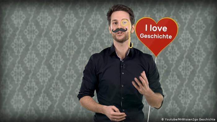 YouTube se convirtió en un actor muy importante en la educación. (picture-alliance/Youtube/MrWissen2go Geschichte)