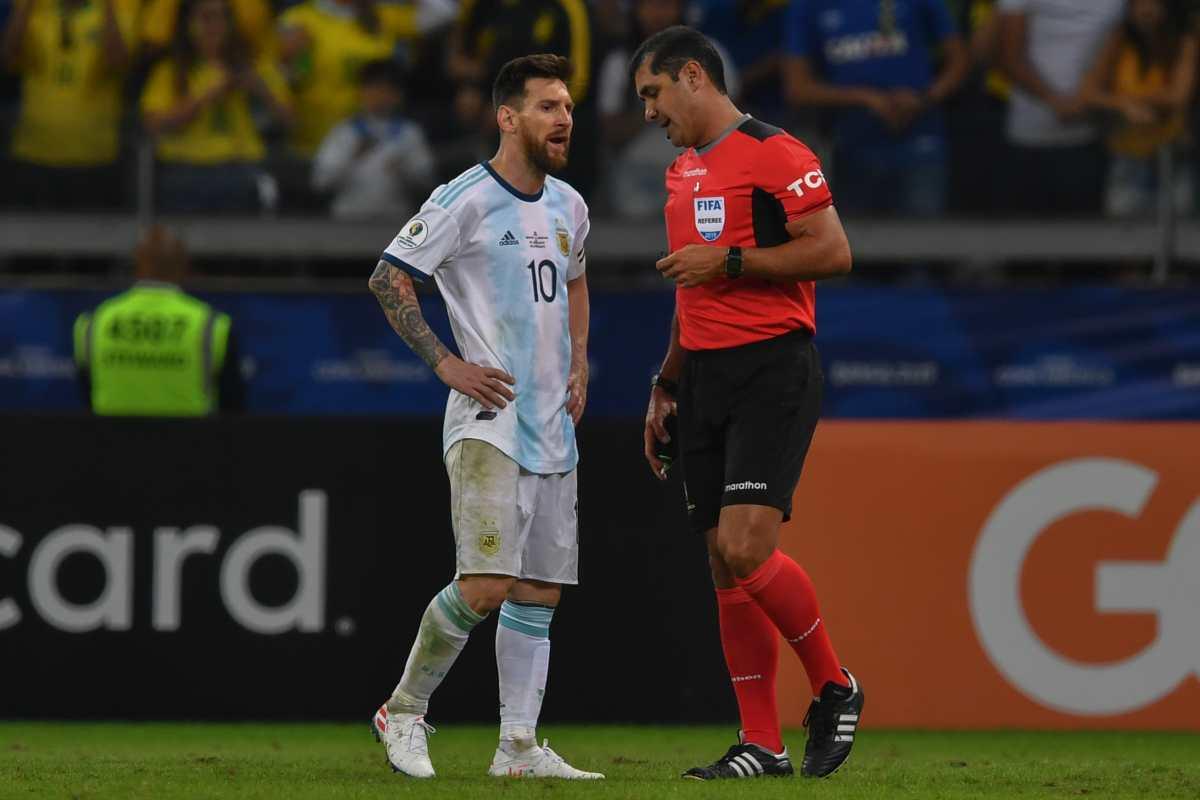 Roddy Zambrano, árbitro criticado por Messi en el Argentina vs Brasil, elogia los resultados del VAR