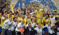 Players of Brazil celebrate with the trophy after winning the Copa America after defeating Peru in the final match of the football tournament at Maracana Stadium in Rio de Janeiro, Brazil, on July 7, 2019. (Photo by CARL DE SOUZA / AFP)