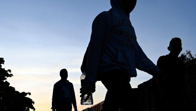 Miles de migrantes pasan por Guatemala y México. (Foto Prensa Libre: AFP)