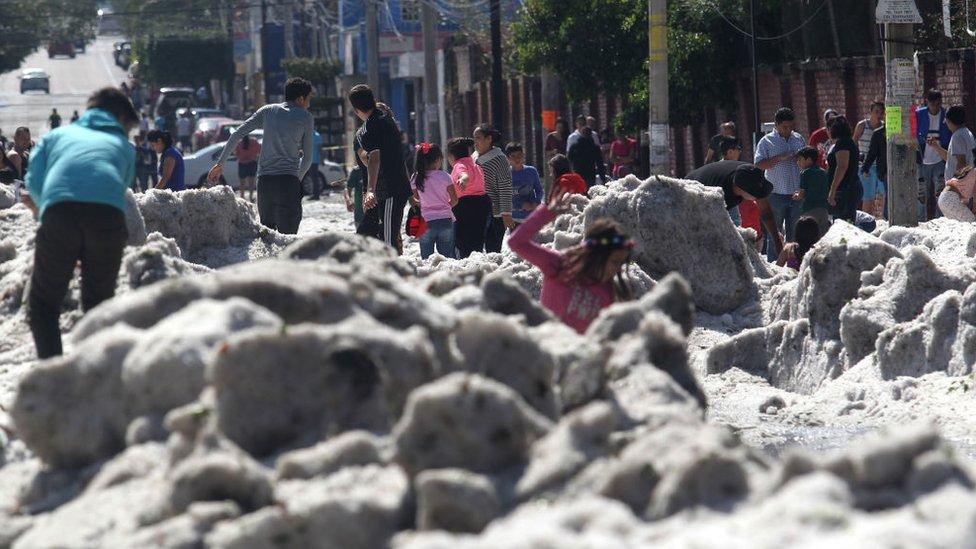 Guadalajara: a qué se debe la granizada que llenó de hielo la capital del estado de Jalisco en pleno verano