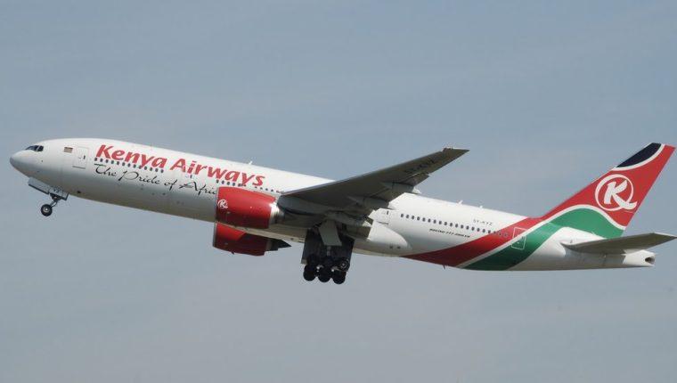 Se cree que el hombre cayó de un avión de Kenya Airways que volaba el domingo desde Nairobi a Londres.