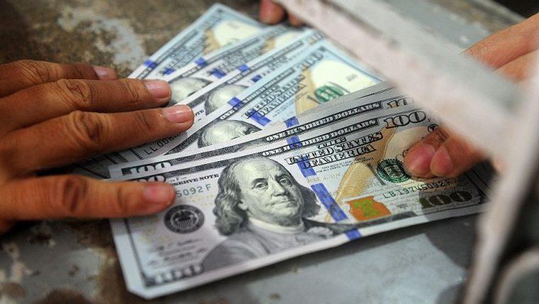 Dos divisas correlacionadas significa que si una sube, la otra cae.
