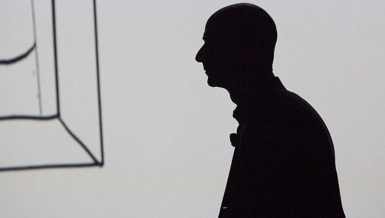 Jeff Bezos dejó un trabajo bien pagado y seguro para seguir su pasión y su instinto.